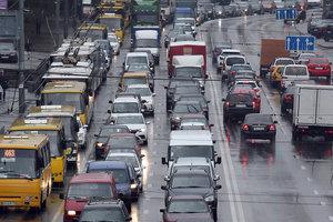 Транспортный апокалипсис в Киеве: авто стоят в заторах из-за дождя и десятков ДТП