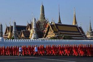 Начался главный день похорон короля Таиланда