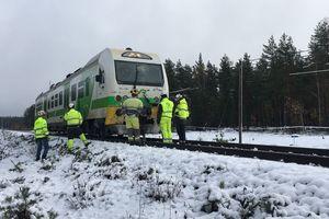 В Финляндии поезд столкнулся с военным автомобилем: есть погибшие и раненые