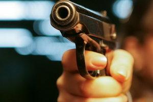 В Харькове неизвестный бродил с оружием по вузу и стрелял с балкона по прохожим