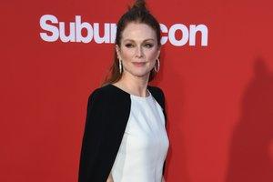 56-летняя Джулианна Мур появилась на вечеринке в коротком кожаном платье