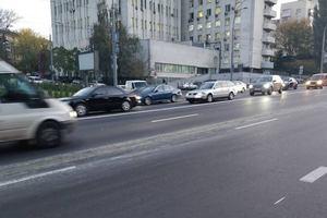В Киеве бетоновоз испортил дорогу после капремонта