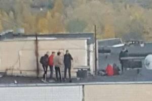 В Киеве на Троещине дети кидали камни с крыши дома – соцсети