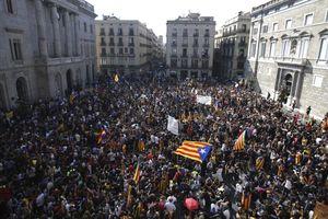Тысячи студентов требуют провозглашения независимости Каталонии