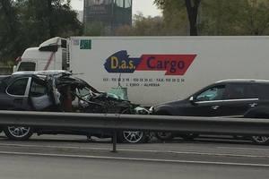 В Киеве столкнулись три автомобиля, один из них перевернулся