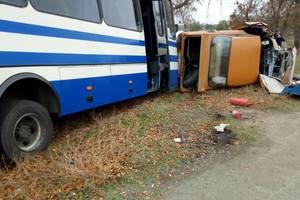 Легковушка и автобус столкнулись в Николаевской области: есть жертвы