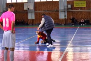 В Харькове в матче аматорских команд тренер нокаутировал арбитра