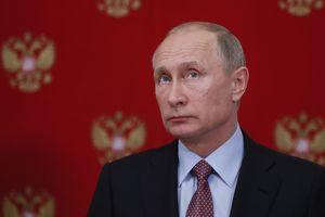 Известный британский журнал поместил на обложку Путина в образе царя