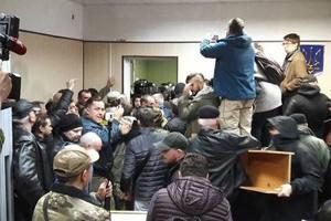 Троих участников столкновений в Святошинском суде отправили под домашний арест