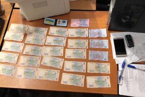 В Киеве госисполнитель попался на взятке в 11 тысяч гривен