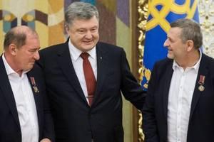 Президент наградил Умерова и Чийгоза орденами
