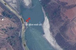 В Непале автобус сорвался в реку: более 30 жертв