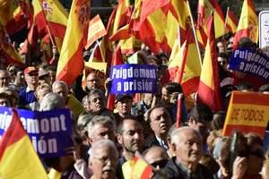 В Мадриде тысячи людей вышли на митинг за единство Испании: опубликованы фото