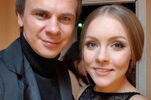 Дмитрий Комаров испортил платье Алены Шоптенко