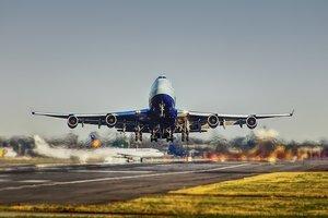 Неизвестный сломал самолет в шведском аэропорту