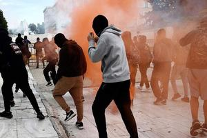 В Афинах акцию школьников разогнали слезоточивым газом