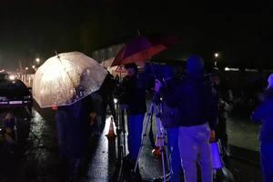 На месте убийства Окуевой проводятся следственные действия: первое видео