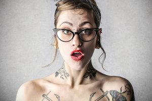 У женщины в носу вырос зуб