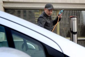На дорогах Украины могут появиться зарядки для электромобилей