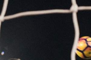 В чемпионате Мексики судья дал финальный свисток пока мяч летел в ворота