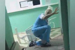 """""""Пьяная"""" медсестра из российского травмпункта попала на видео"""