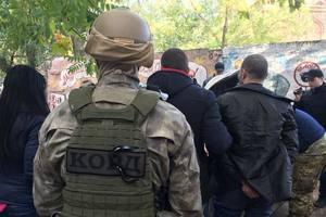 В Одессе полиция с военной разведкой перекрыли канал торговли оружием