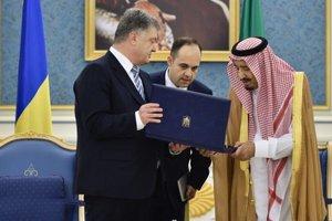 Порошенко и король Саудовской Аравии обменялись орденами