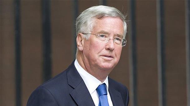 Министр обороны Англии подал вотставку после обвинений вдомогательствах