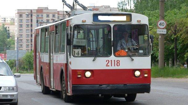 ВоЛьвове шофёр скончался прямо зарулем троллейбуса