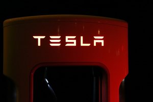 Tesla показала рекордные убытки