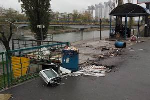 Kiev angered the debris remaining after the demolition of kiosks