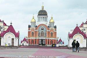 Прогулка по Оболони в Киеве: ищем дружественных лам и грустим возле памятника солдатам