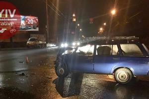 В Киеве ВАЗ врезался в BMW с пьяными туристами из Баку