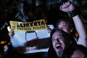 В Каталонии прошли многотысячные протесты против ареста местных политиков