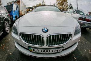 Элитные автомобили беглого министра Клименко продают с молотка: фото и подробности