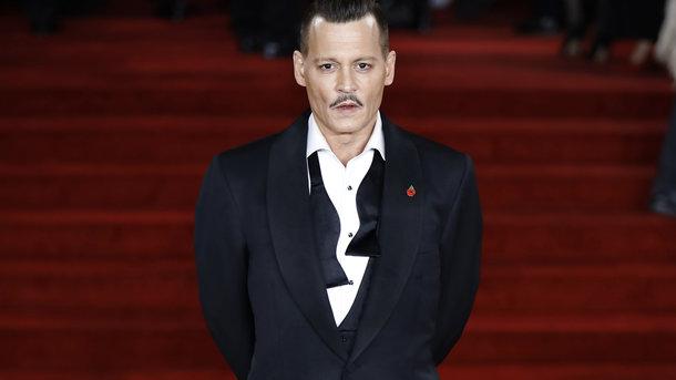 Джонни Депп разочаровал постаревшим видом напремьере фильма «Убийство вВосточном экспрессе»