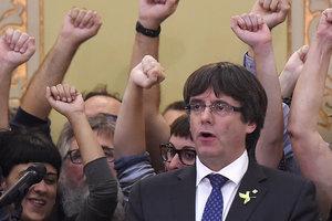 Испанский суд выдал европейский ордер на арест Пучдемона