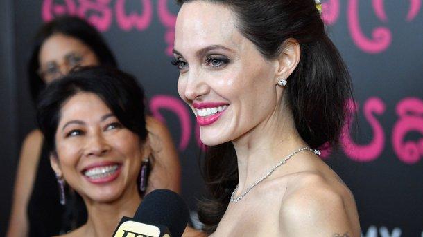 Анджелина Джоли удивила фанатов стройными ногами