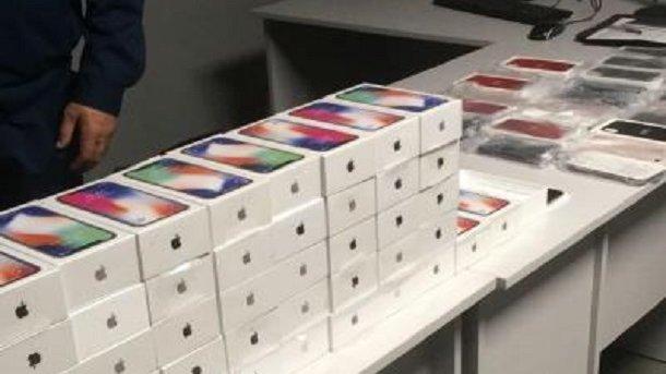 ВОдессе правоохранители изъяли практически полсотни iPhone X
