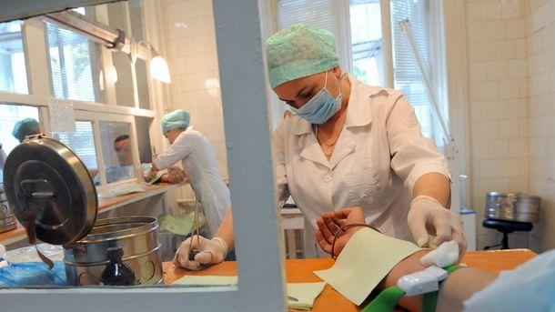 Клиники в Украине станут самостоятельней. Фото: AFP/YURIY DYACHYSHYN