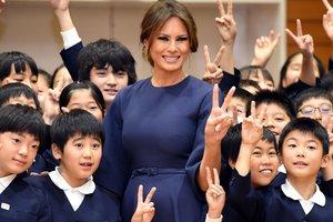 Мелания Трамп надела на встречу с императором Японии скромное платье