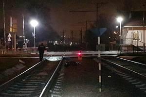 Смертельное ЧП в Киеве: под колесами поезда погибла молодая женщина
