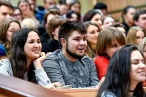 Студентам подняли стипендии на 18% - Гройсман