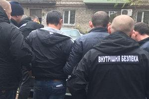 В Запорожье полицейский попался на 100-тысячной взятке