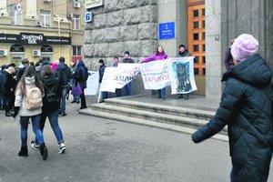 Сессия Харьковсого горсовета: пикет у мэрии, льготы и новый центр
