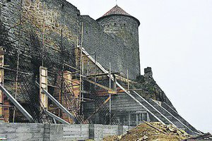 Белгород-Днестровская крепость продолжает рушиться: чиновники проверили противоаварийные работы
