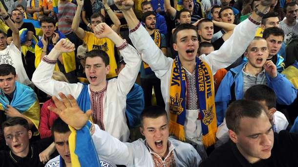 """Фанаты на """"Арене Львов"""". Фото AFP"""