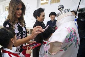 Мелания Трамп в платье от Dolce & Gabbana затмила первую леди Китая