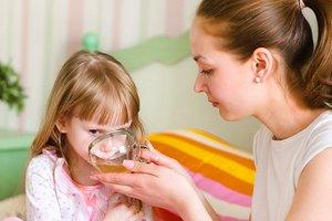 Что, когда и сколько давать пить ребенку при рвоте и поносе