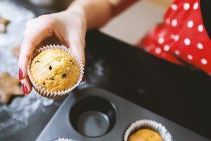 Кексы с изюмом: три рецепта домашней выпечки